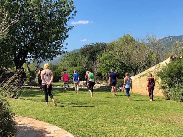 group meditation yoga retreat